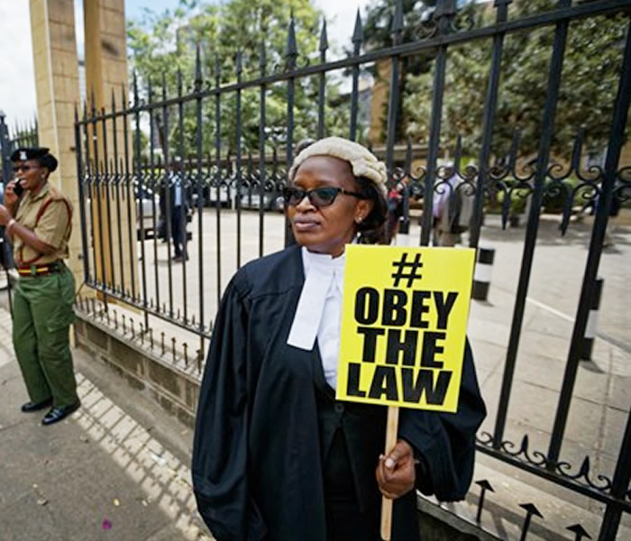 You are currently viewing Mercy Wambua, the CEO of the Law Society of Kenya, protesting outside the Supreme Court