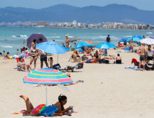 Read more about the article Coronavirus: Travellers from 14 'safe' countries can now enter EU