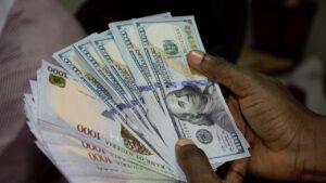 Read more about the article Naira weakens further as dollar sells for 478