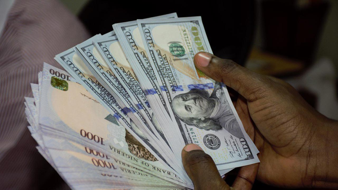 You are currently viewing Naira weakens further as dollar sells for 478