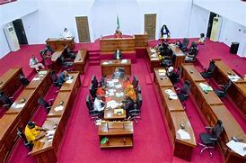 You are currently viewing BREAKING: Imo Assembly suspends 6 members, remove Chief Whip;  Leads to sporadic gunshots