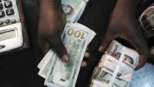 Read more about the article Fall in Naira: Naira Weakens By 10.7% in One Month
