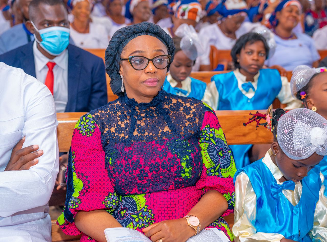 You are currently viewing MRS OJIUGO OZIGBO CELEBRATES HER BIRTHDAY WITH A SPECIAL PACKAGE FOR 1,000 SCHOOLGIRLS